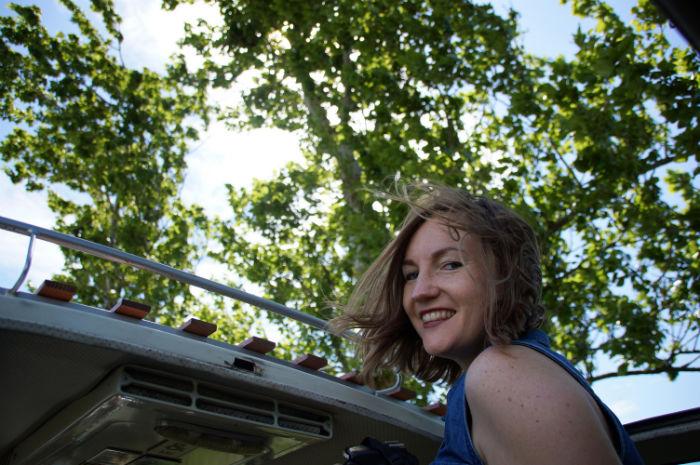 Midsummer_Bulli_Festival_Ausfahrt_Dachfenster_Bulli