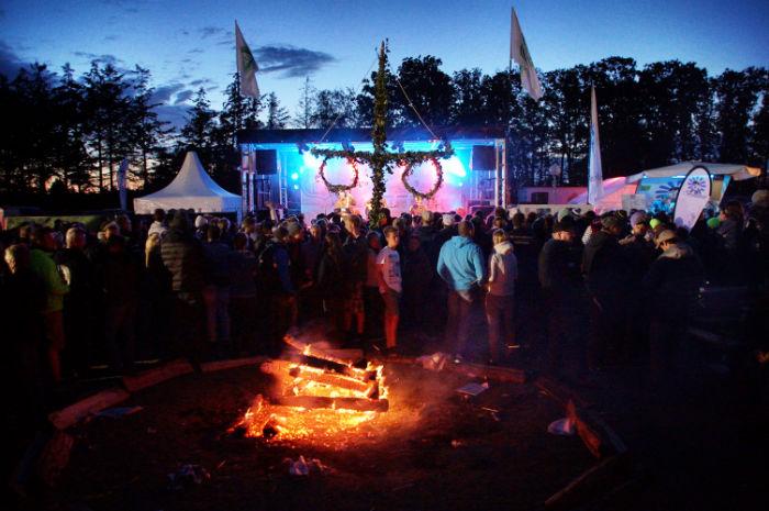 Midsummer Bulli Festival - Gelände nachts