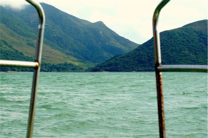 Tagesausflug auf Lantau Blaues Meer vor Tai O