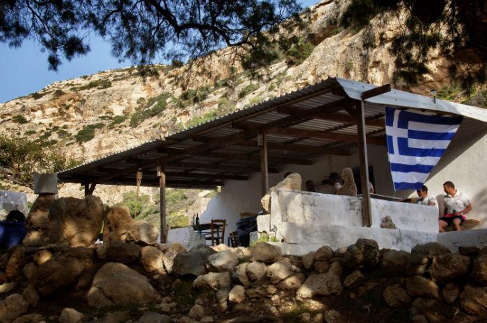 Roadtrip-auf-Kreta-Landrover_Adventure_Greece_Strandhütte
