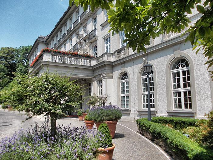 Tipps-für-Aachen---QuellenhofEingangsbereich