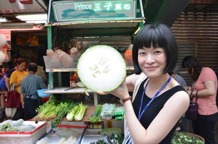Essen-in-Hong-Kong-Frau-mit-Bob