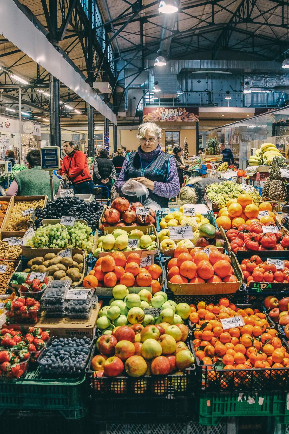 obststand vilnius markthalle