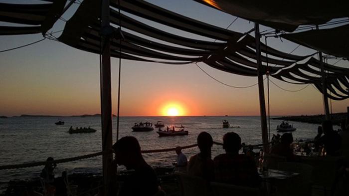 tollsten-Sonnenuntergänge-der-Welt_Marisa-Trimborn_IbizaCafe-del-Mar
