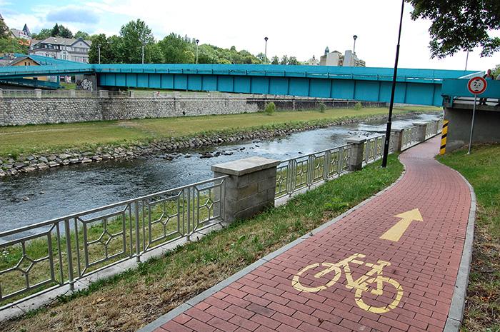 Urlaub-in-Ostrava_Radweg-den-Fluss-entlang-vom-Park
