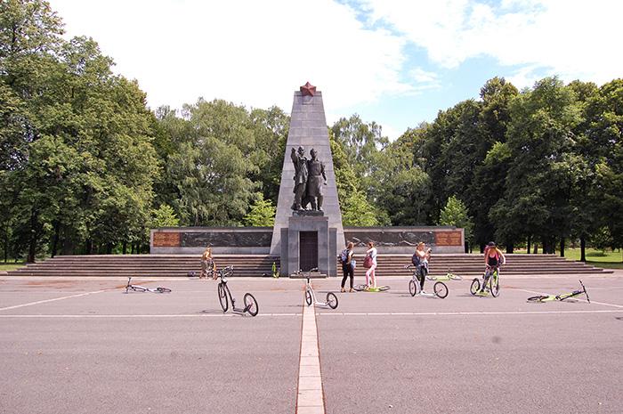 Urlaub-in-Ostrava_Scooter-im-Park
