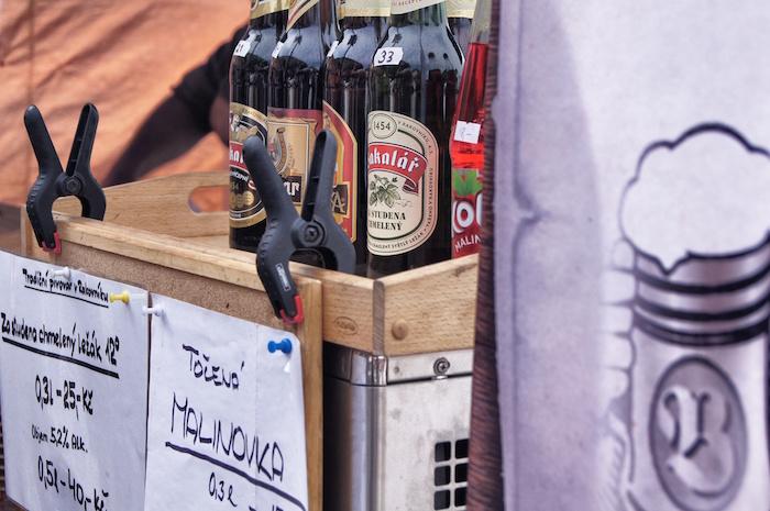 urlaub-in-prag-bier-auf-dem-markt