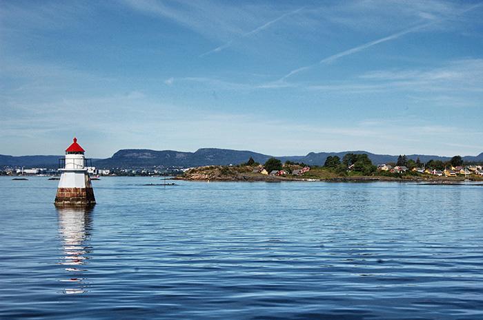 urlaub-in-skandinavien-_kleiner-Turm-im-Wasser