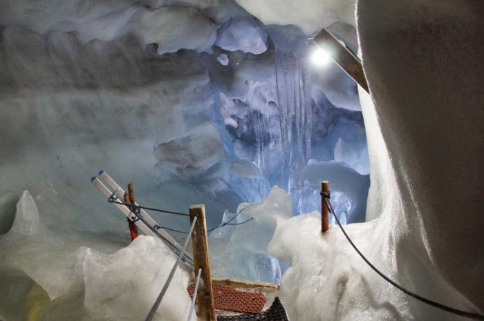 Natur_Eis_Palast_Hintertux_Weg