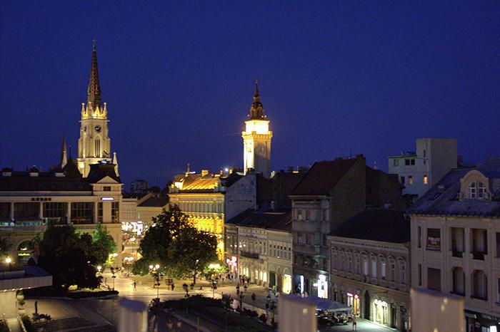 Serbien-Novi-Sad-by-night