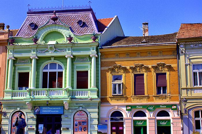 Serbien-Novi-Sad-Hausfassaden