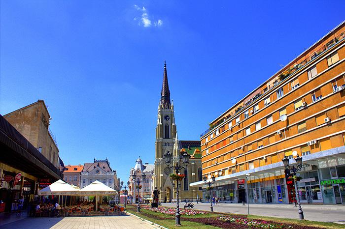 Serbien-Novi-Sad-Kirchenplatz