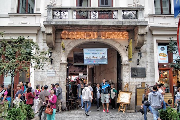 budapest-sehenswuerdigkeiten-gozsdu-udvar-von-aussen