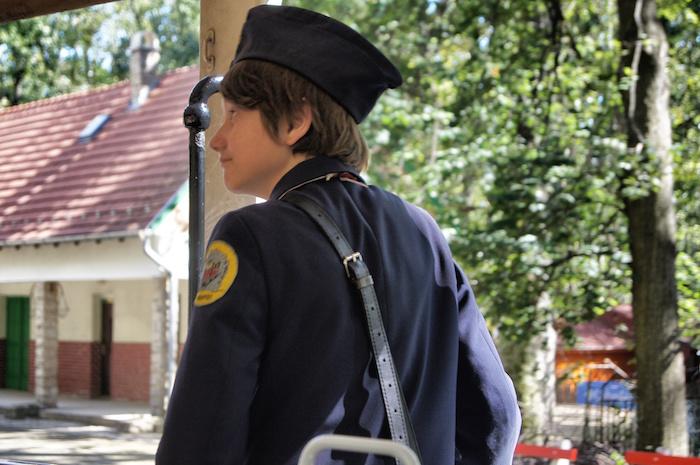 budapest-sehenswuerdigkeiten-kind-in-kinderbahn