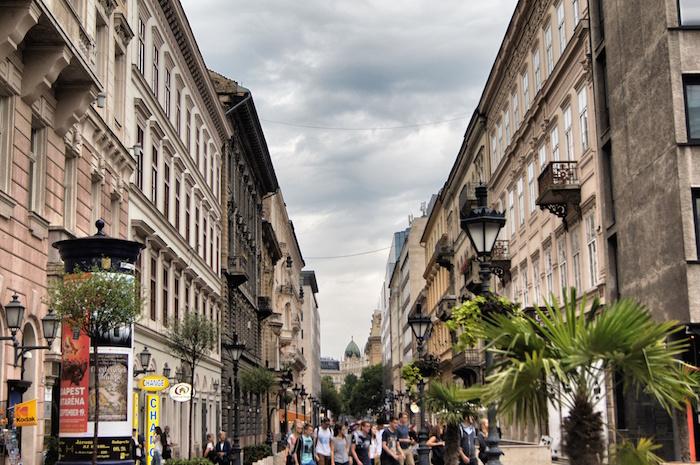 budapest-sehenswuerdigkeiten-strasse-in-altstadt