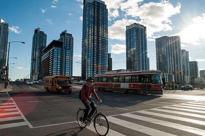 Toronto_Radfahrer_Skyline