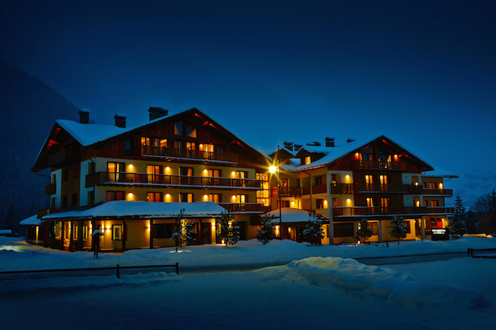 Nira-Montana-Night-Exterior