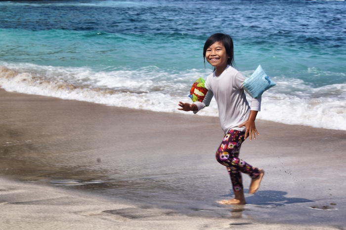 nusa-lembongan-reisebericht-lachendes-maedchen-penida