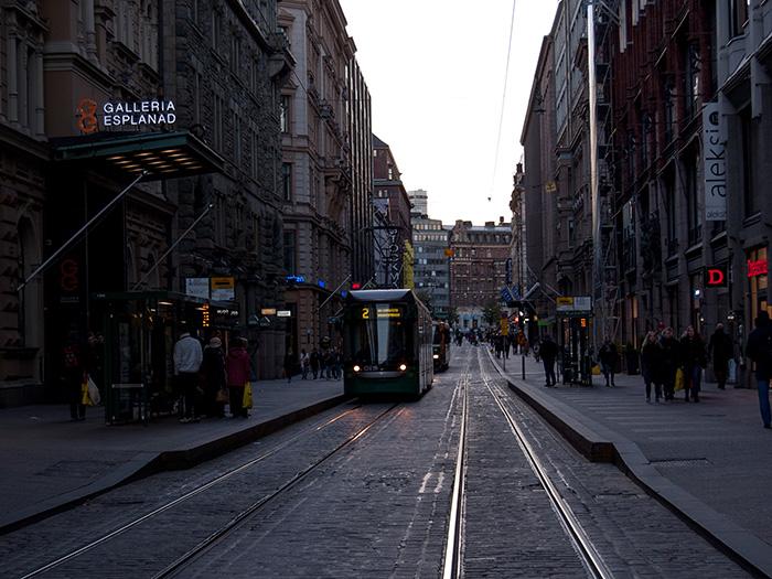 Tag_in_Helsinki_Straßenbahn-Innenstadt