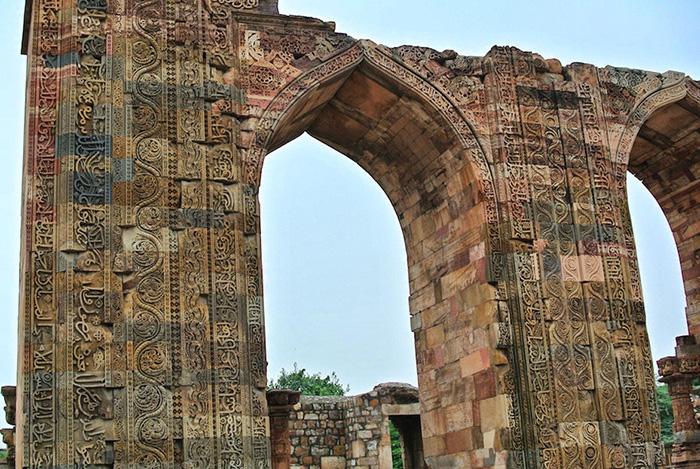 Urlaub-in-Delhi_qtub-minar-anlage