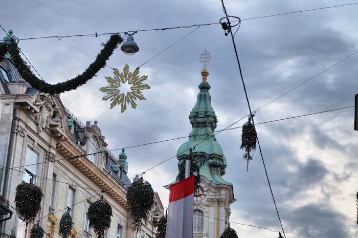 Weihnachten in Graz Deko in Straße