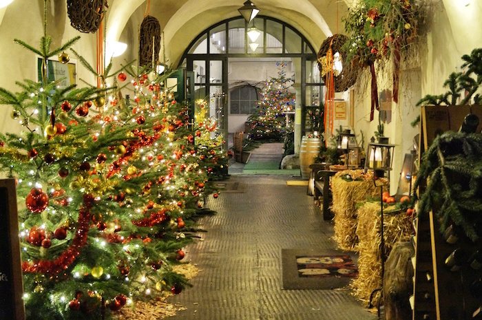 Weihnachten in Graz Gasse Deko