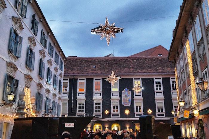 Weihnachten in Graz Innenhof Deko