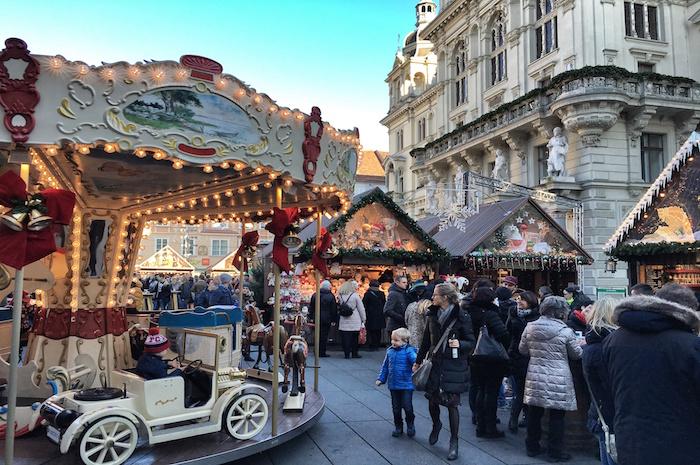 Weihnachten in Graz Weihnachtsmarkt vor dem Rathaus