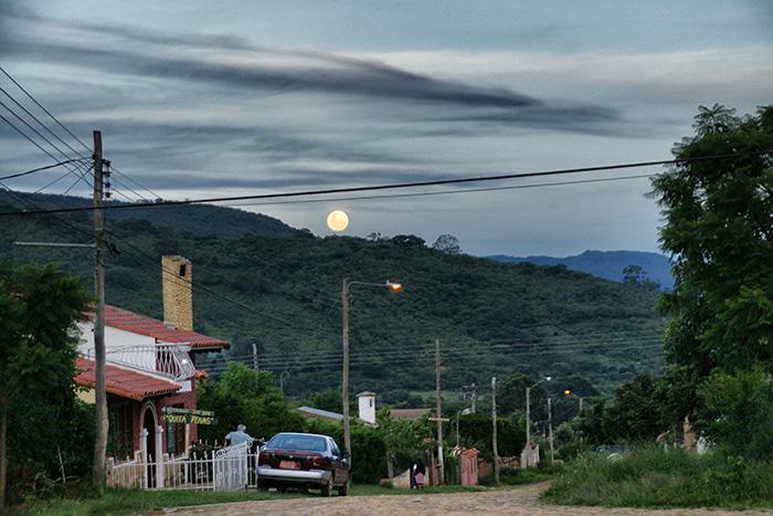 Bolivien-Reisetipps-La-Paz-Strasse-im-Mondschein