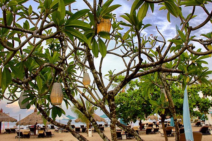 Nusa-Dua-Beach-House-Strand-Lampions