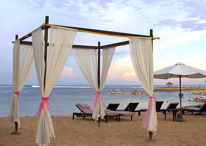 Nusa-Dua-Beach-House-Strandbett