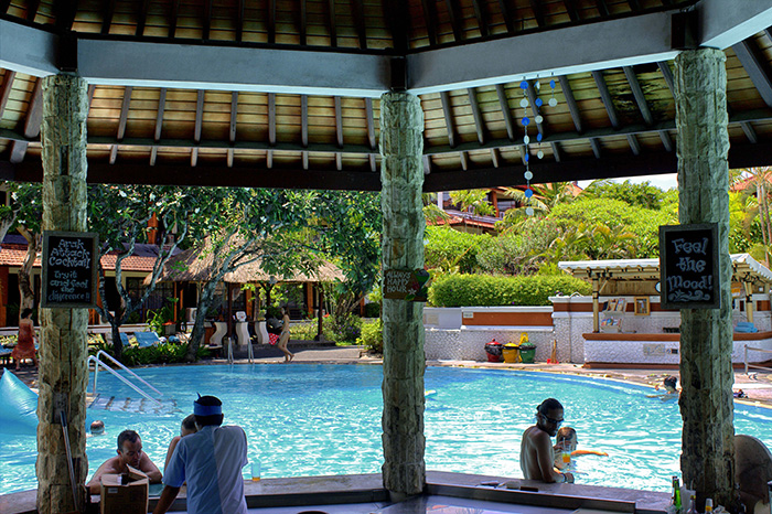 Nusa-Dua-Poolbar