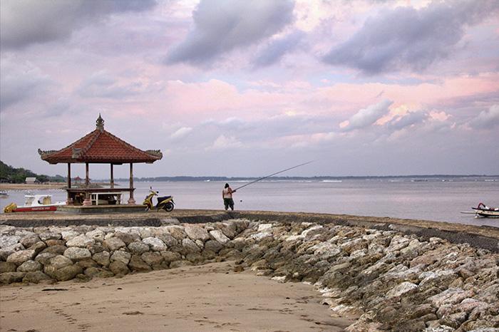 Nusa Dua-Strand-mit-Fischer