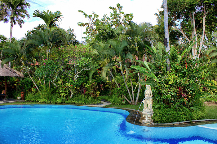 Reisetipps-Westbali_Pool-Puri-Dajuma