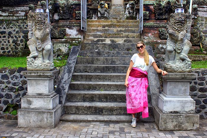 Reisetipps-Westbali_Vor-dem-Tempel