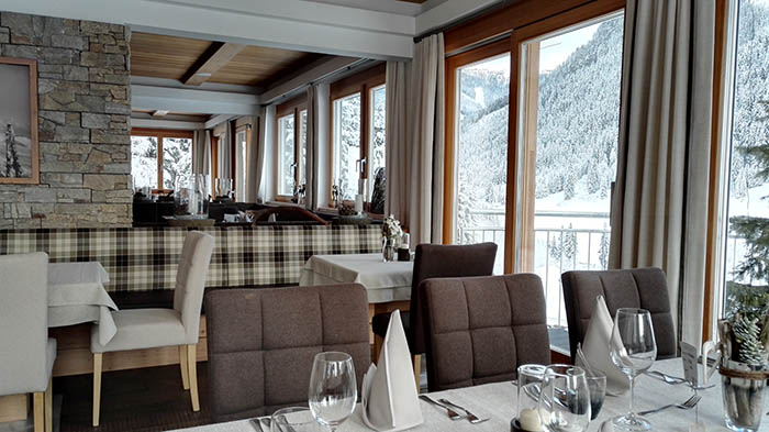 saalbach-hinterglemm-hotel-marten_restaurant-ausblick