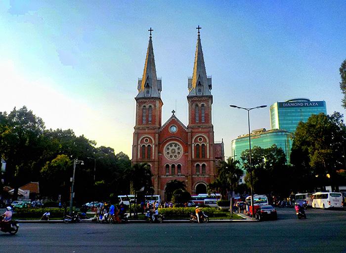 Ho-Chi-Minh-Notre-Damme