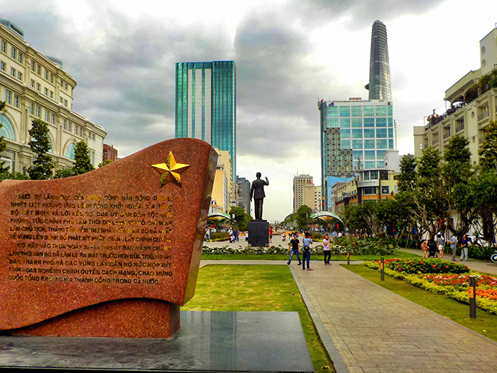 Ho-Chi-Minh-Platz-Statue