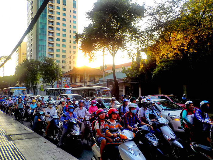 Ho-Chi-Minh-wartende-Motorraeder