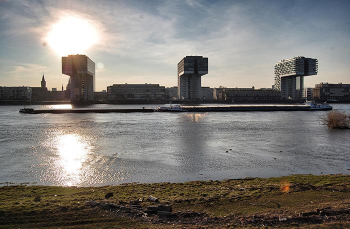 Köln im Frühling - Kranhäuser