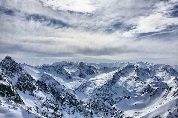 snowboarden im stubaital bergpanorama