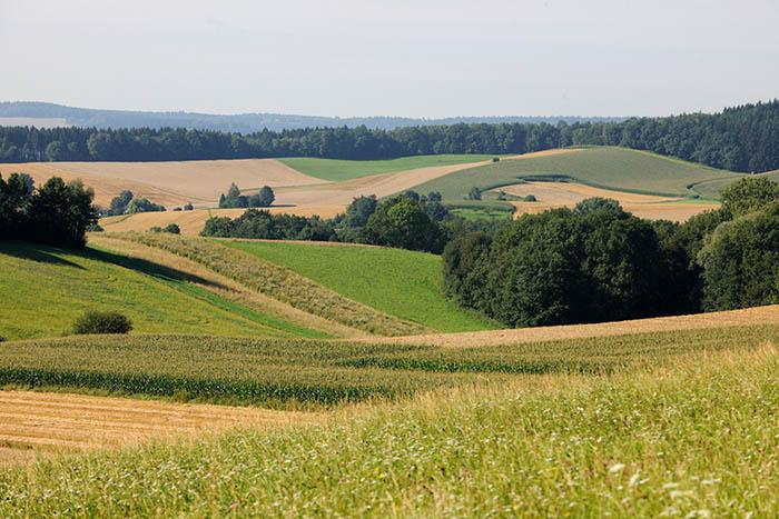 Niederbayern Huegellandschaft (Foto Hofgut Hafnerleiten)