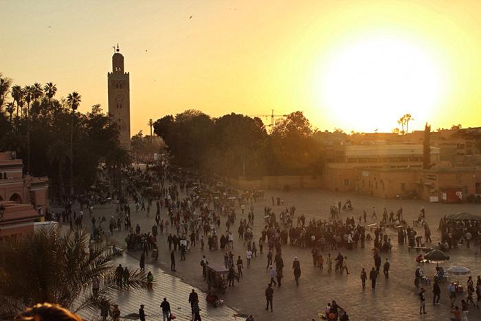 Urlaub-in-Marakkesch---Sonnenuntergang-Platz
