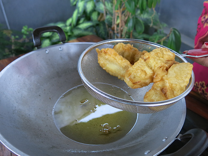 Reisetipps-Bali--Kochkurs-frittiert-