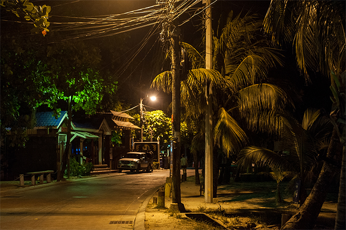 westend_roatan_night