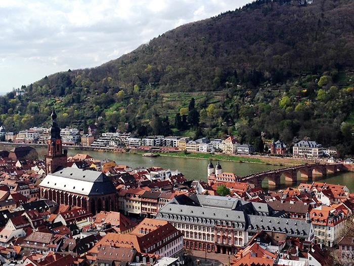 Blick-vom-Schloss-auf-die-Alte-Bruecke