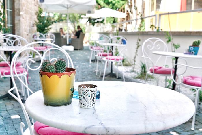 Cafe-Side
