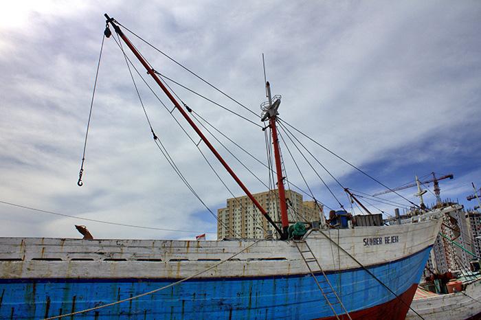 Jakarta-Hafen-und-Haeuser