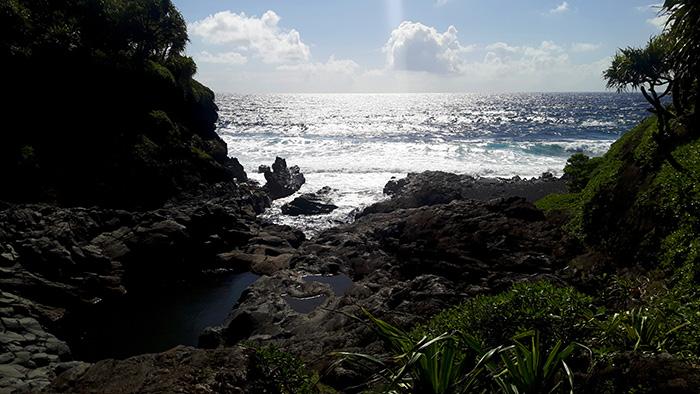 Maui-Road-to-Hana-Meer-und-Steine