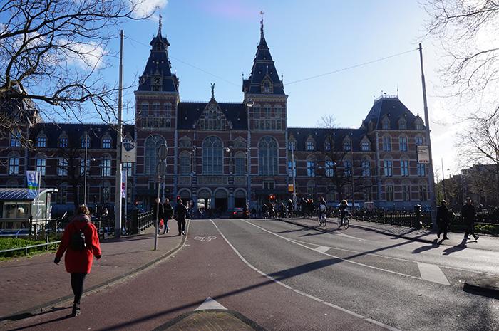 Rijksmuseum-bei-schoenem-Wetter